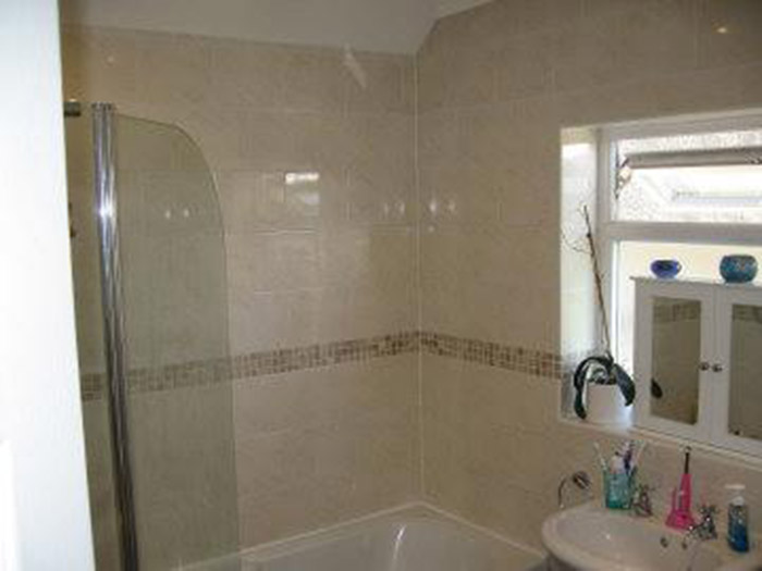 Manor Crescent, Swindon   Bathroom
